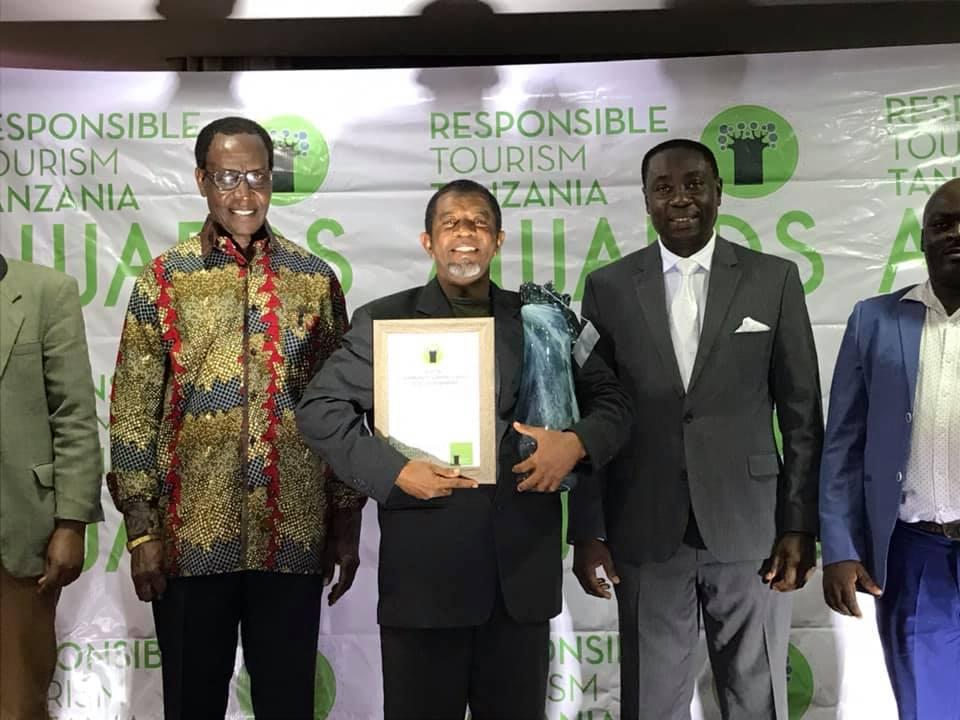 Khamis Khalfan accepts the RTTZ Best in Community Support and Local Development Award